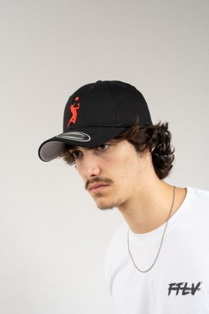 "כובע ""HEADER"" בשחור-אדום OVERSIZED"
